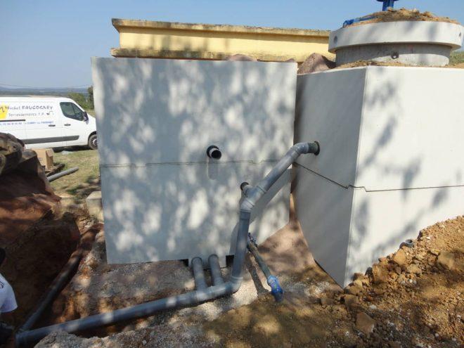 Pose regard pré équipé avec systeme de filtration incorporé pour eau de source captée