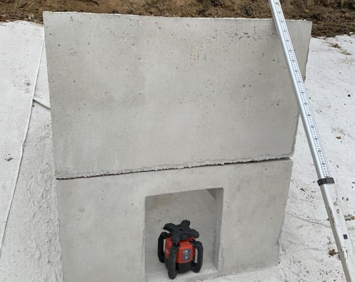 Réalisation de l'étanchéité de l'étang du trou numéro 16 à l'aide d'une membrane bentonitique ! Pose du moine de régulation ds la foulée ...