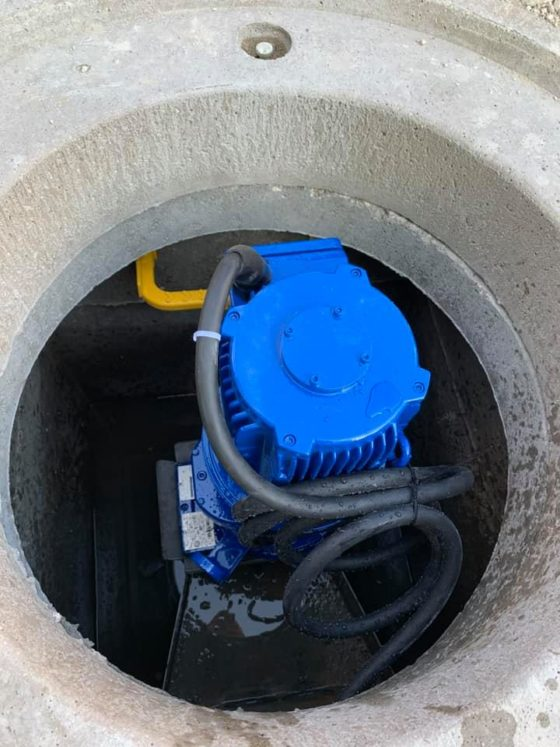 Pose d'un broyeur d'eaux usées sur réseau existant au Carrefour Contact de Faverney