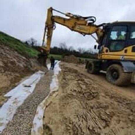 Reprise des eaux de ruissellement , agrandissement du paddock et création d'une dalle pour poser les futurs garages au circuit de la vallée à Charmoille