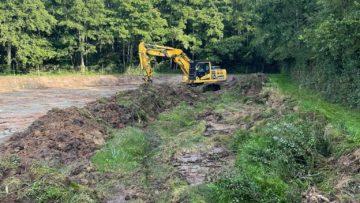 Curage d'un étang avec élargissement des berges pour favoriser l'entretien